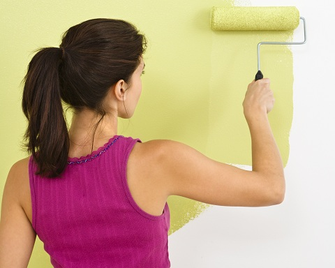 Woman painting a wall with paint roller_shutterstock_6694768.jpg